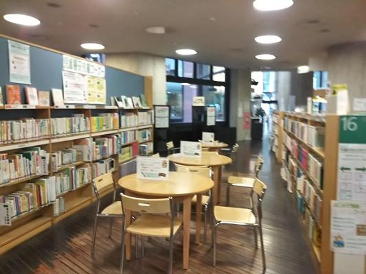 中央図書館 1階