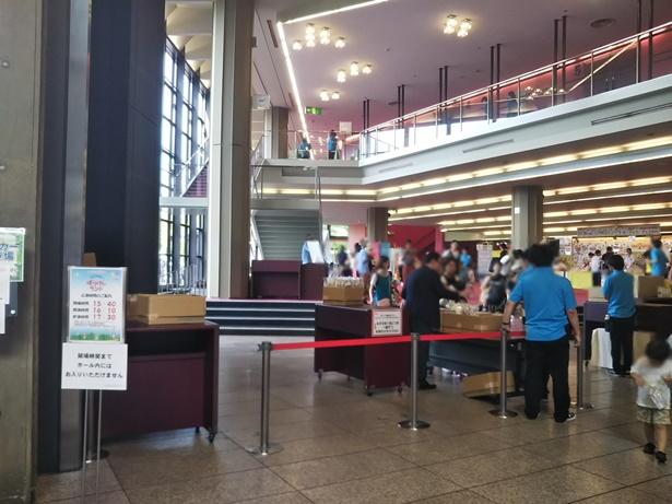 神奈川県民ホールロビー