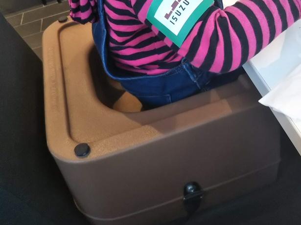 いすゞプラザさくらカフェ幼児用椅子