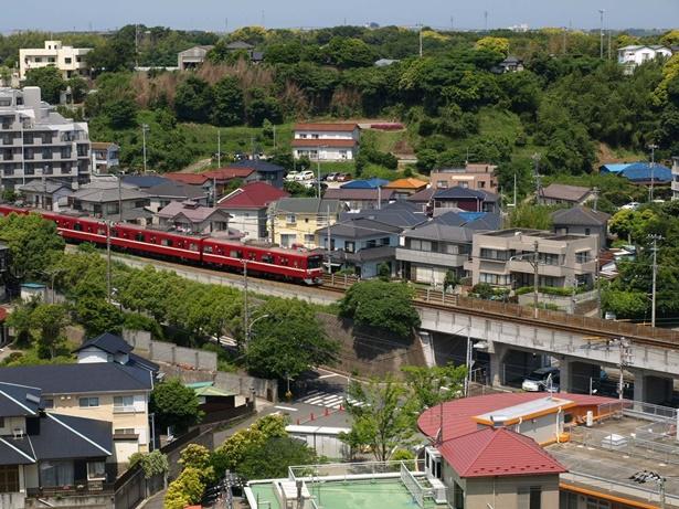 マホロバマインズから見える京急電車